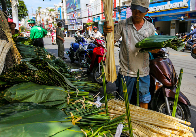 Saigon Residents Stay Up All Night to Cook Banh Chung