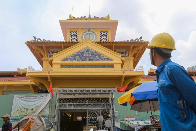 Work speeds up on Saigon's Chinatown market