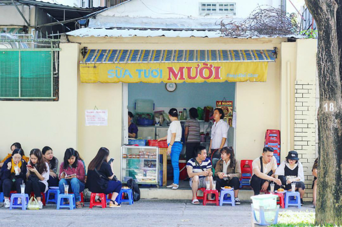 The fresh milk shop only open in the morning. Photo by Ngoc Anh