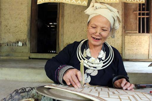 Trang phục người dân tộc Dao Tiền